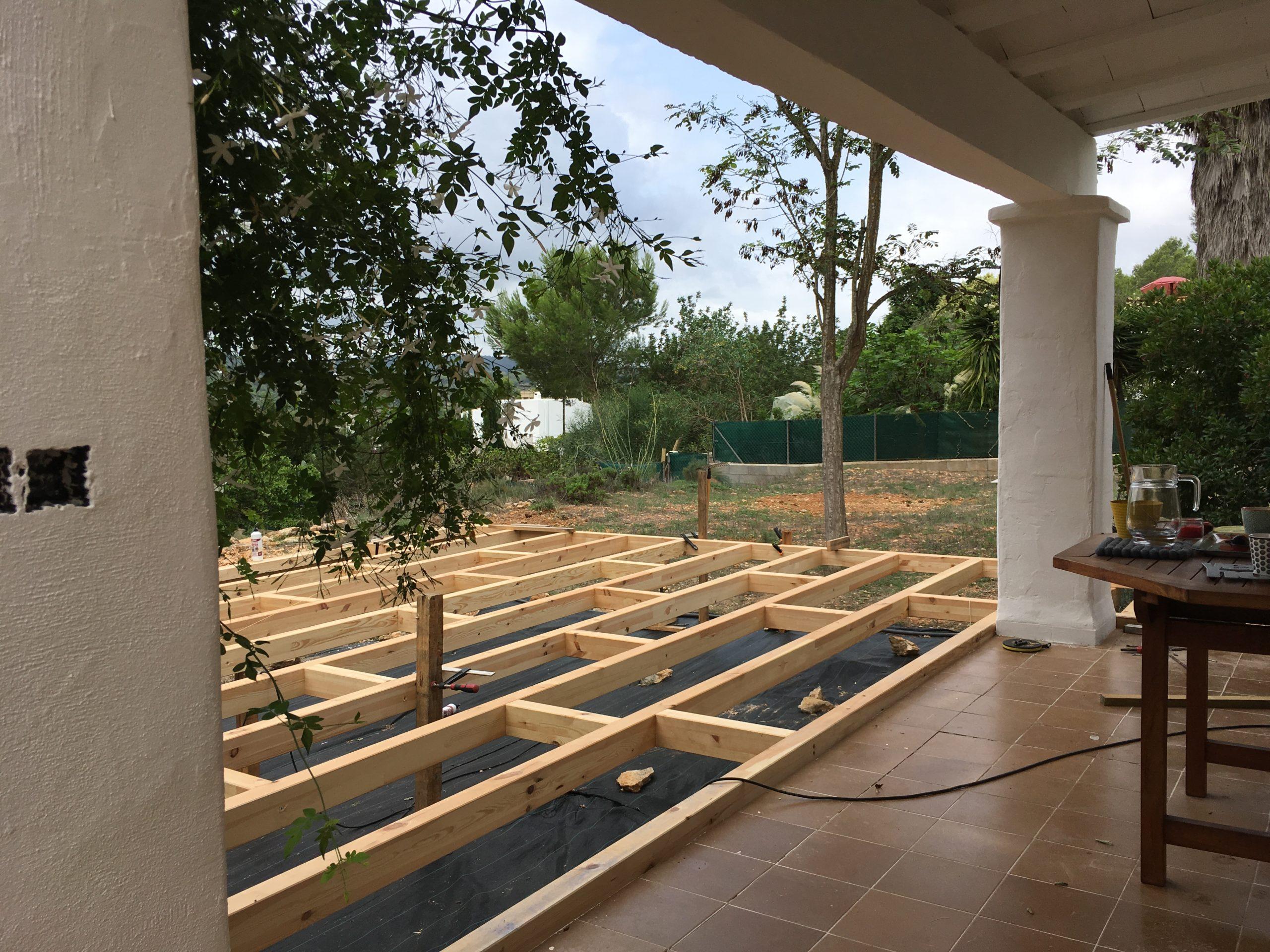 Construction d'une terrasse en bois à Ibiza